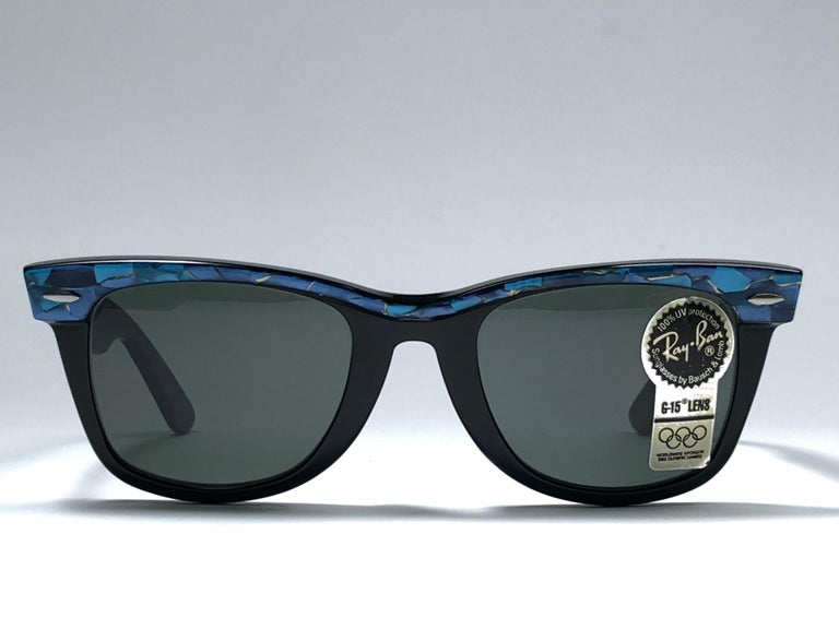 New Ray Ban The Wayfarer Blue / Black B&L G15 Grey Lenses USA 80's Sunglasses In New Condition For Sale In Amsterdam, Noord Holland