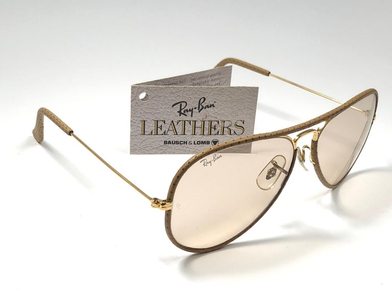 Vintage Ray Ban Vintage Tan Perforated Leathers Aviator 58MM B&L Sunglasses In New Condition For Sale In Amsterdam, Noord Holland