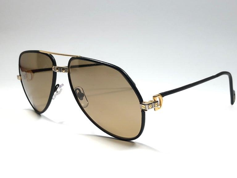 a1d8c33cf3 Rare Vintage Cartier Santos Screws Leather Edition 59mm 18K Sunglasses  France For Sale 1
