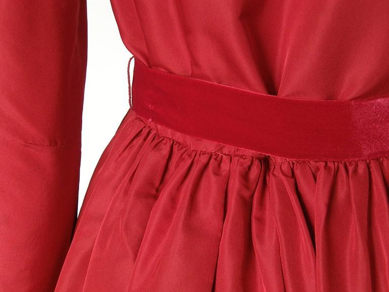 Red Silk Taffeta Oscar de la Renta Gown 8