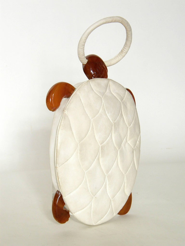 Beige Turtle Shaped Handbag in Cream Leather and Carved Bakelite  For Sale