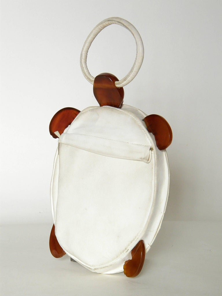 Turtle Shaped Handbag in Cream Leather and Carved Bakelite  In Good Condition For Sale In Chicago, IL