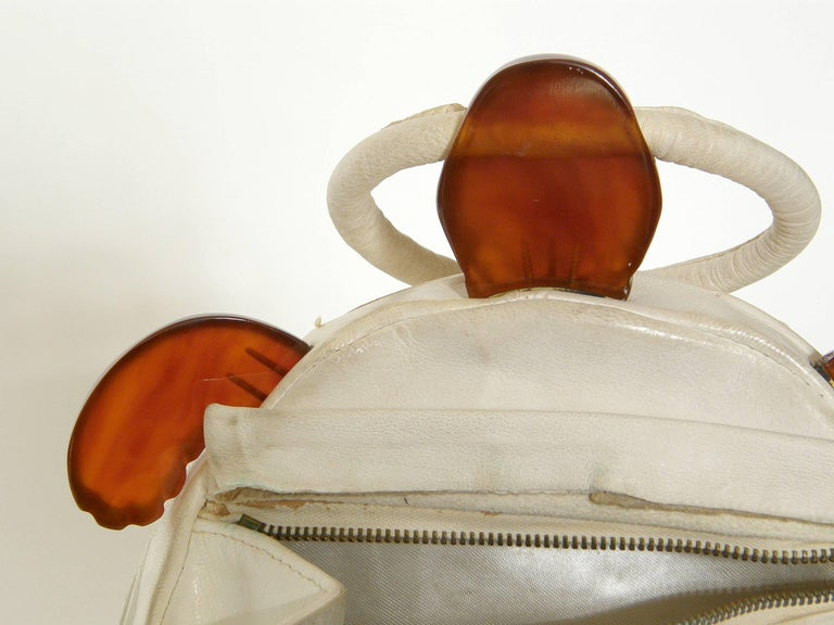 Turtle Shaped Handbag in Cream Leather and Carved Bakelite  For Sale 1