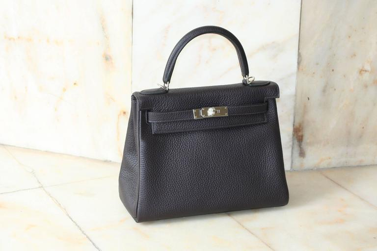 HERMES Kelly Prunoir Clemence 28' In New Never_worn Condition For Sale In Monte Carlo, MC
