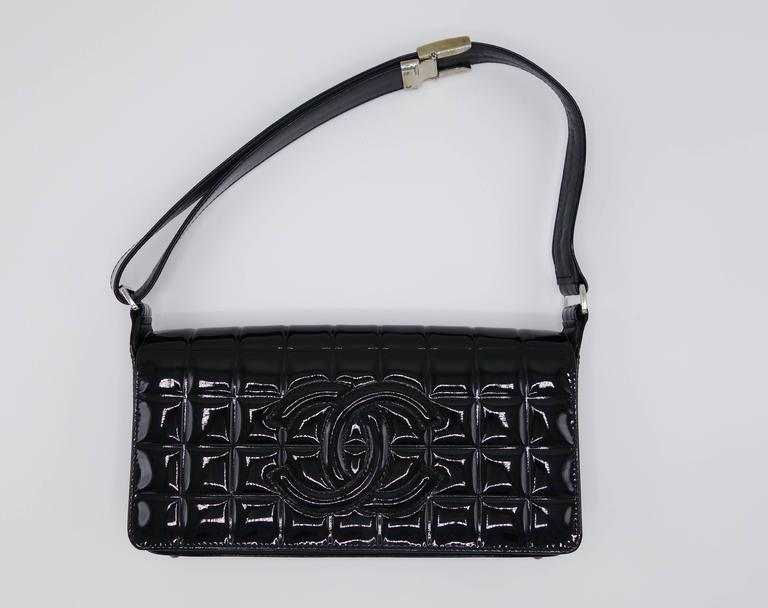 Chanel Patent Black Chocolate Bar with Silver Hardware Bag In Excellent Condition For Sale In Long Island City, NY