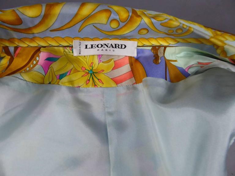 Léonard marine motif Sleeveless Silk Top with Gold Pearl Buttons, c 1980s For Sale 2
