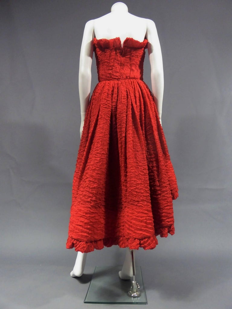 Pierre Cardin Haute Couture Red Silk strapless cocktail dress, Circa 1980 In Excellent Condition For Sale In Toulon, FR