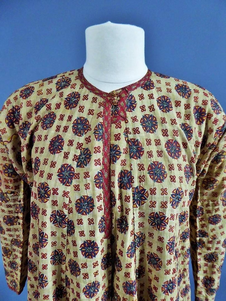 18th or early 19th century Ottoman Empire Astonishing and very early banyan, kaftan or ottoman coat dating from the late eighteenth century. Raw silk background with woven check (Indian origin?), Very finely embroidered wheels / suns with indigo