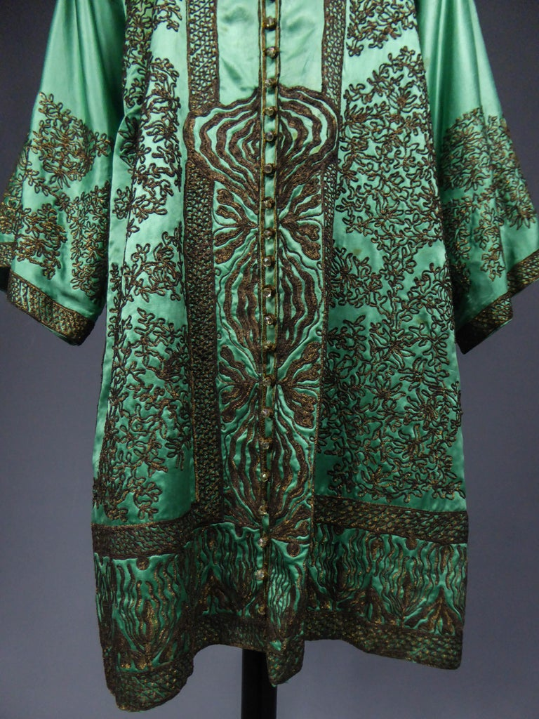Babani Couture Kaftan or Party Kimono in green satin with appliqué  In Excellent Condition For Sale In Toulon, FR