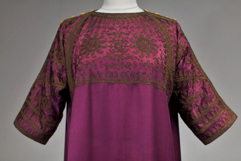 A Babani French Couture Orientalist Kaftan/Satin Evening Dress Circa 1930  In Excellent Condition For Sale In Toulon, FR