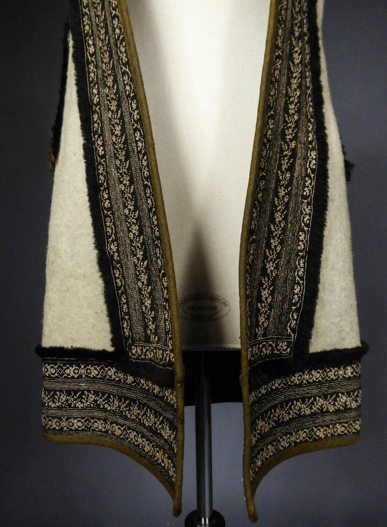 Beige Wool jacket embroidered - Macedonia early 20th century For Sale