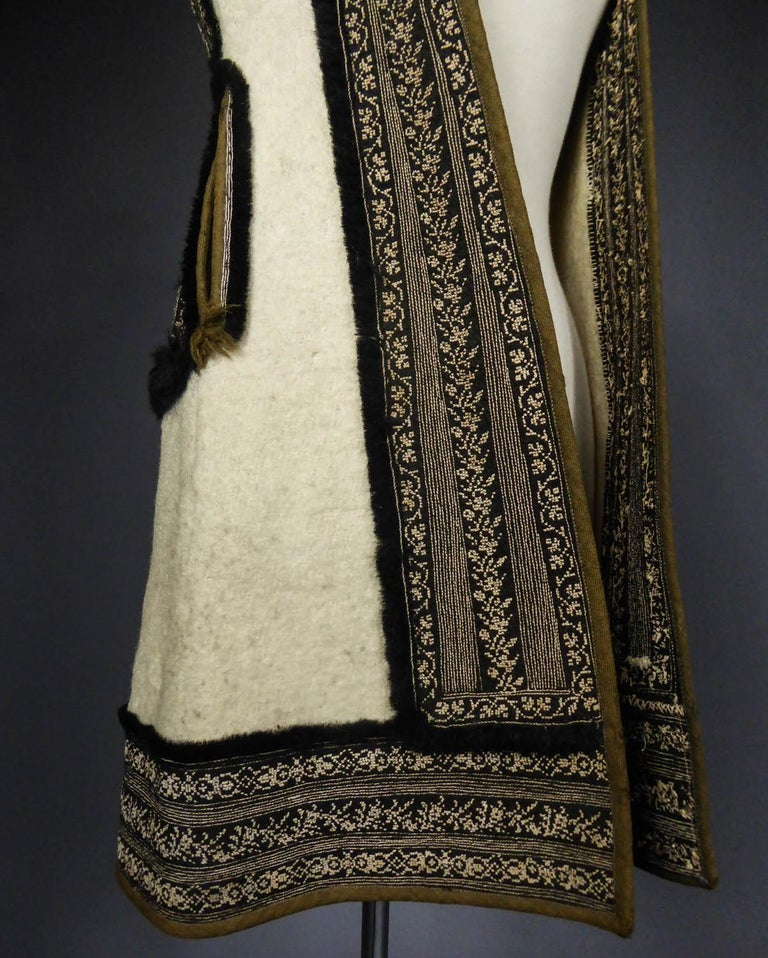 Women's or Men's Wool jacket embroidered - Macedonia early 20th century For Sale