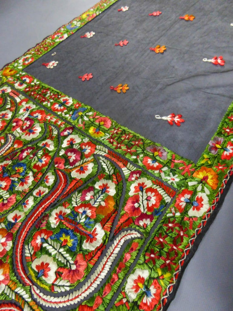 Dehli stole in tulle embroidered with floss-silk  - India for export Circa 1830 For Sale 4