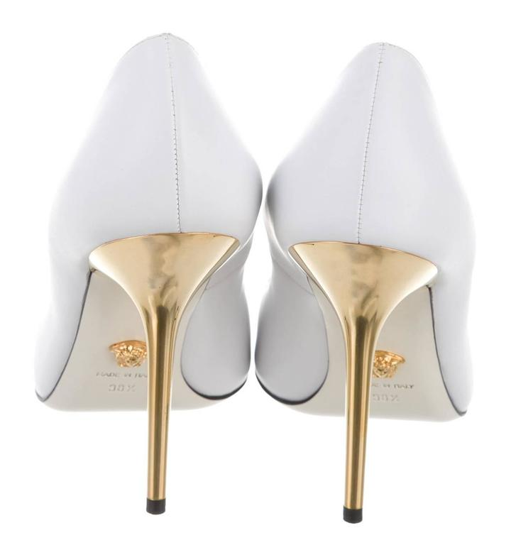 Gray New Versace White Leather Medusa Pumps Heels It. 38.5 For Sale
