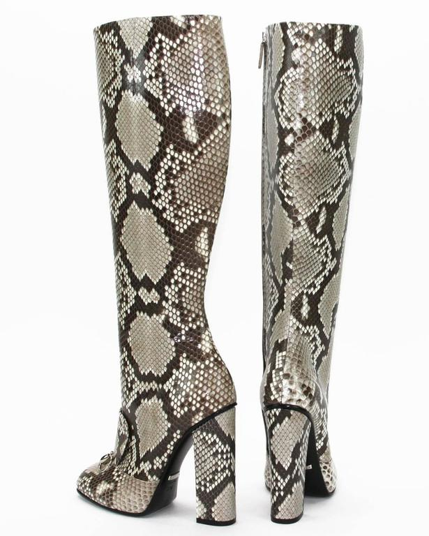 New GUCCI Campaign $3500 Python Horsebit High Boots Beige Brown It 37 - US 37.5 In New Condition For Sale In Montgomery, TX