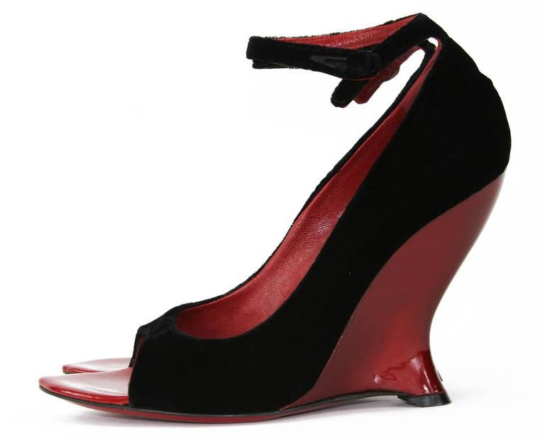 New Tom Ford for Yves Saint Laurent F/W 2004 Collection Red Black Shoes 39 - 9 For Sale 1