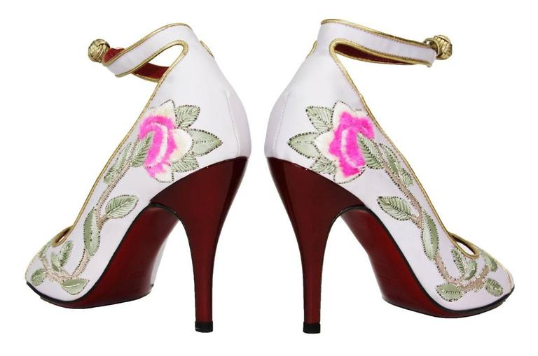 New Tom Ford for Yves Saint Laurent 2004 Collection Embroidered Pumps 36.5-  6.5 In New Never_worn Condition For Sale In Montgomery, TX