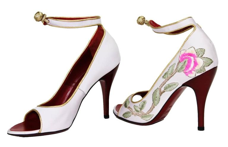 Women's New Tom Ford for Yves Saint Laurent 2004 Collection Embroidered Pumps 36.5-  6.5 For Sale