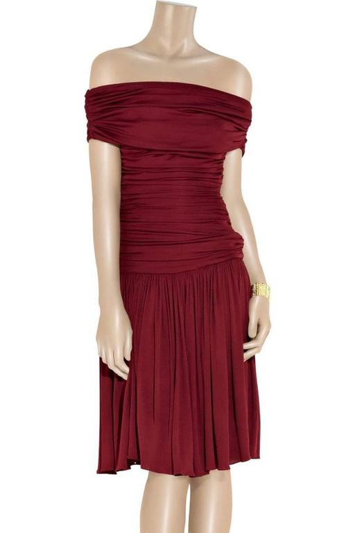 Red New GIAMBATTISTA VALLI Stretch Satin Off-the-Shoulder Dress Burgundy  For Sale