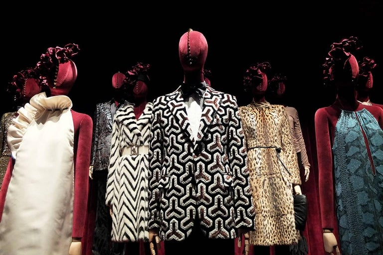 Museum in Italy F/W 2000 Tom Ford for Gucci Mink Chevron Pattern Coat It size 38 2