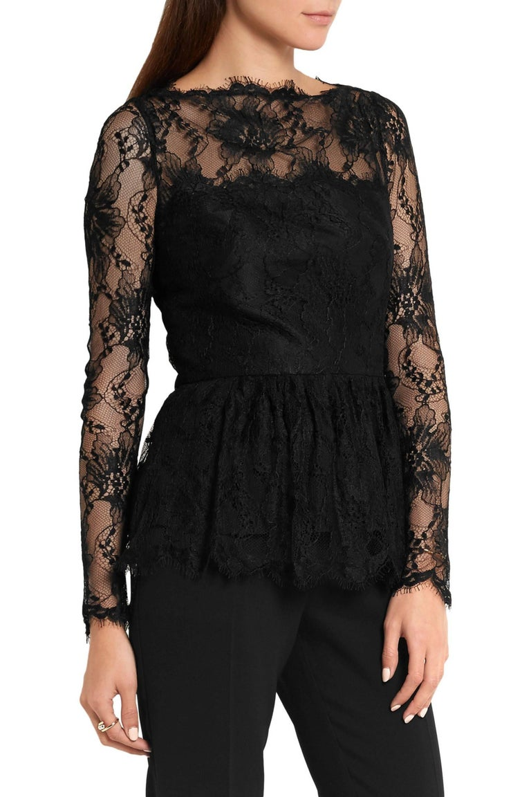 New Oscar de la Renta Black Lace Peplum Top Designer size US 12. Gathered peplum, partially lined. Concealed zip fastening along back. Measurements: Length - 26 inches, Bust - 38/40, Waist - 33, Sleeve - 27. 80% Viscose, 20% Polyamide; Lining 100%