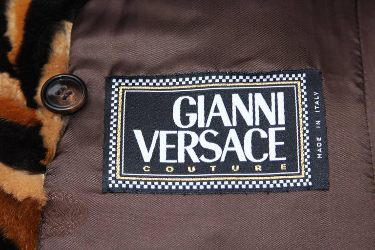 Vintage Gianni Versace Couture Mink Chevron Pattern Belted Coat It. 42 In Excellent Condition For Sale In Montgomery, TX