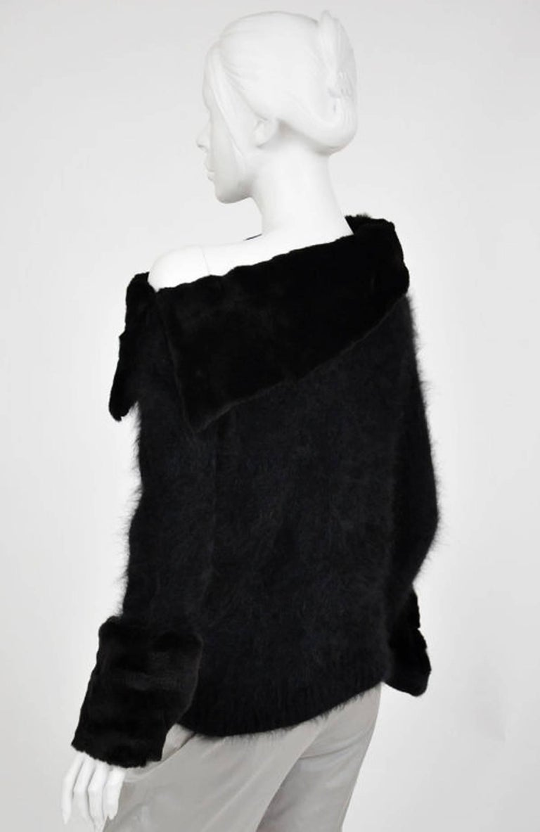 Tom Ford for Gucci 2001 Collection Black Angora and Mink Fur Luxurious Sweater M For Sale 1