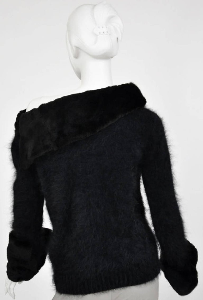 Tom Ford for Gucci 2001 Collection Black Angora and Mink Fur Luxurious Sweater M For Sale 2
