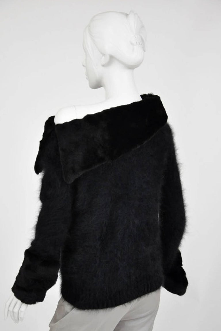 Tom Ford for Gucci 2001 Collection Black Angora and Mink Fur Luxurious Sweater M For Sale 3