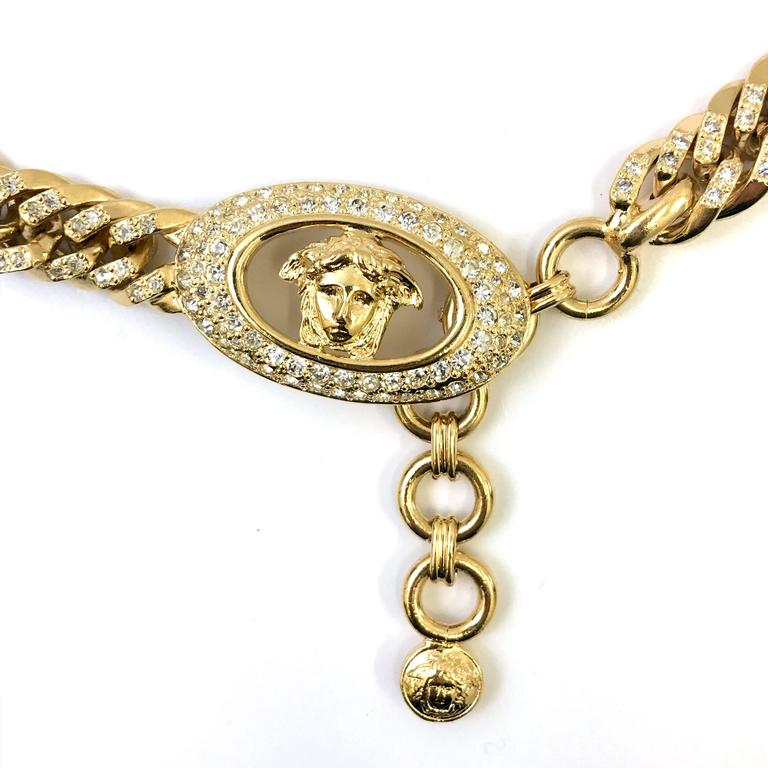 Beige 1990s Gianni Versace curb chain medusa head belt with rhinestones  For Sale