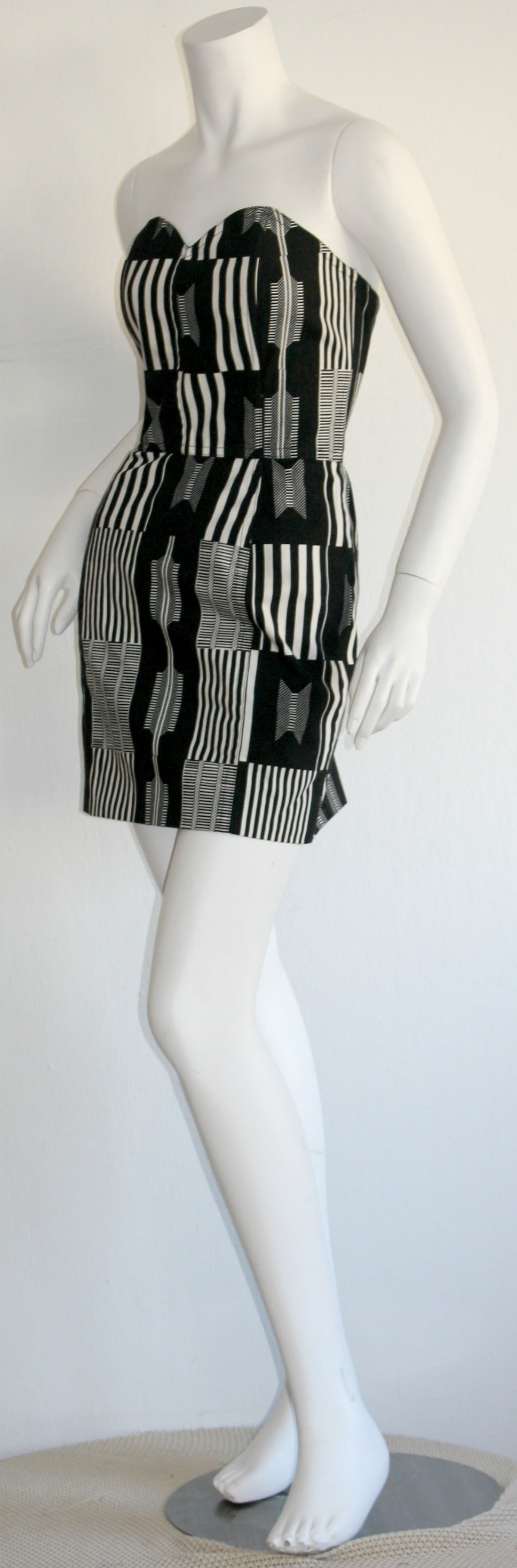 "Vintage Patrick Kelly "" Barcode "" Black & White Avant Garde Mini Dress In Excellent Condition For Sale In San Francisco, CA"