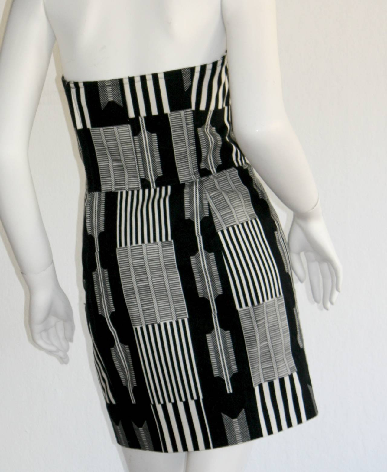 "Vintage Patrick Kelly "" Barcode "" Black & White Avant Garde Mini Dress For Sale 2"