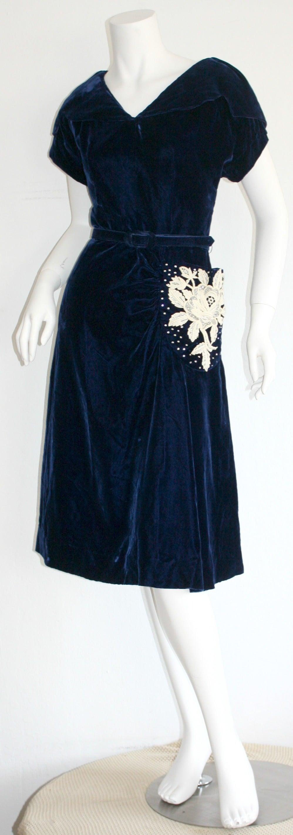 Beautiful 1940s Vintage Royal Blue Silk Velvet Dress w/ Lace & Rhinestones 2