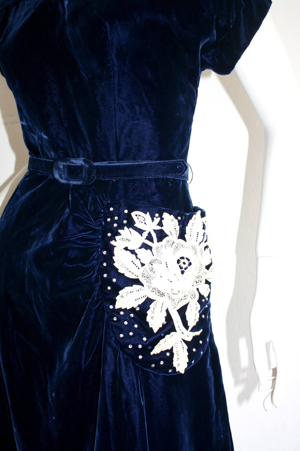 Beautiful 1940s Vintage Royal Blue Silk Velvet Dress w/ Lace & Rhinestones 3