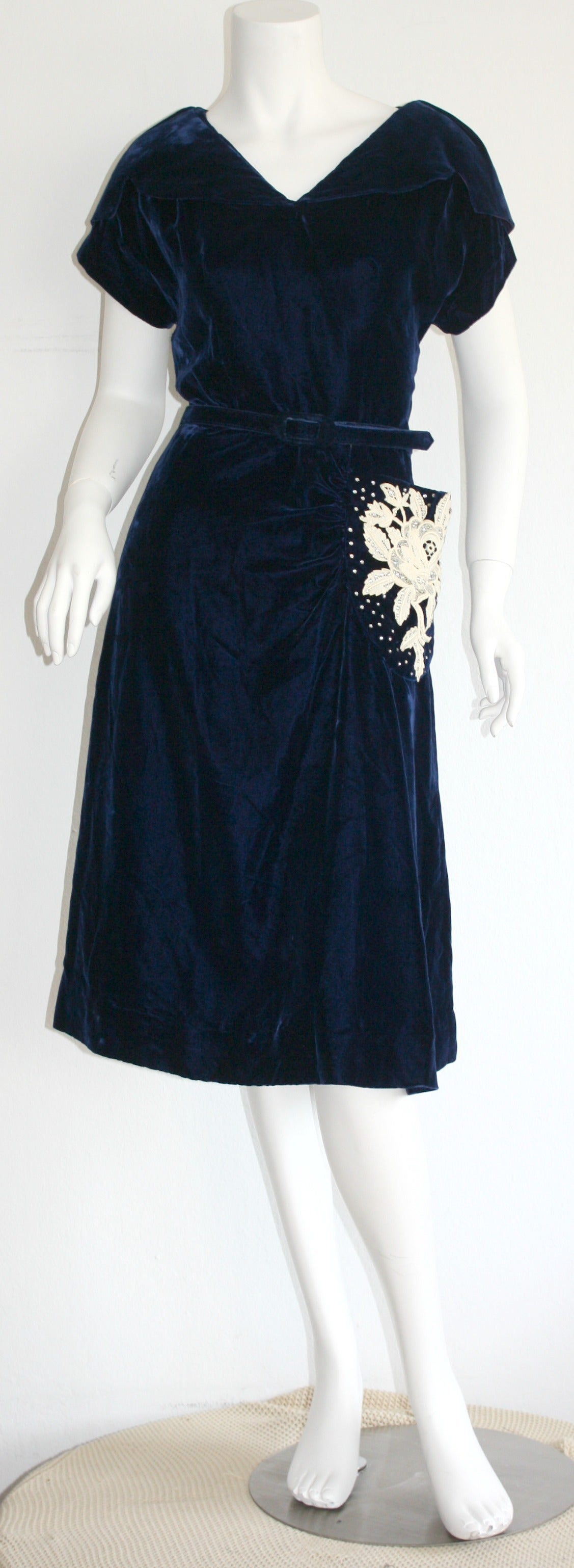 Beautiful 1940s Vintage Royal Blue Silk Velvet Dress w/ Lace & Rhinestones 6