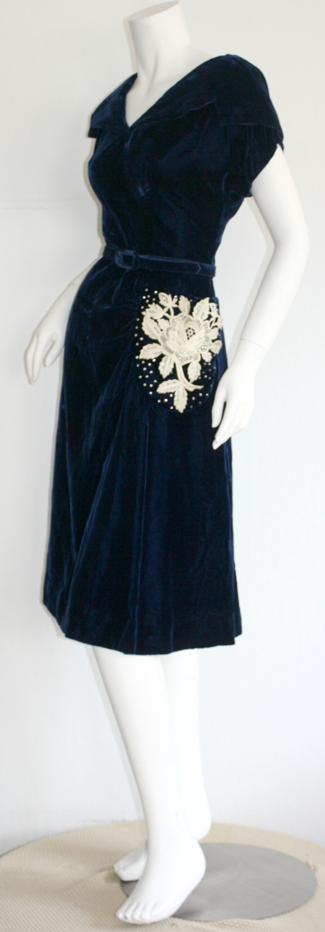 Beautiful 1940s Vintage Royal Blue Silk Velvet Dress w/ Lace & Rhinestones 8