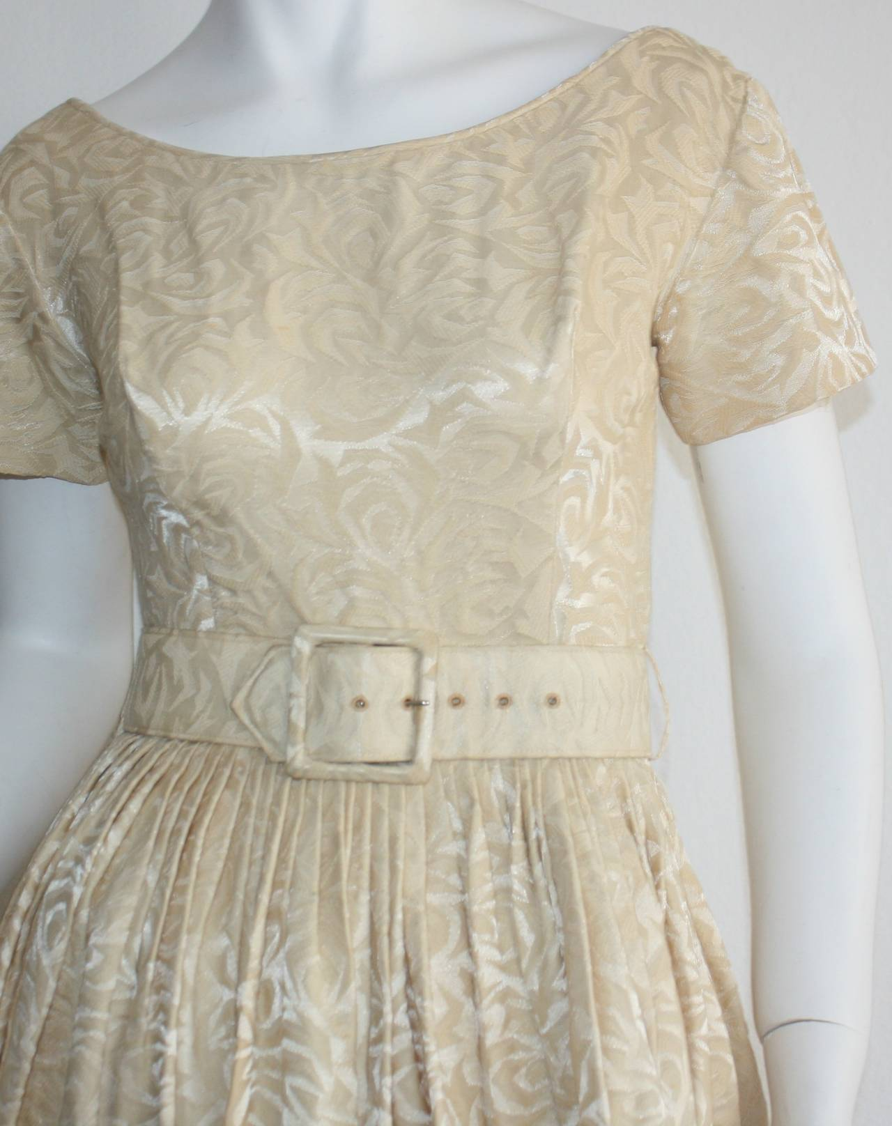1950s Gigi Young Ivory Floral Silk Dress w/ Belt and Full Skirt In Excellent Condition For Sale In San Francisco, CA