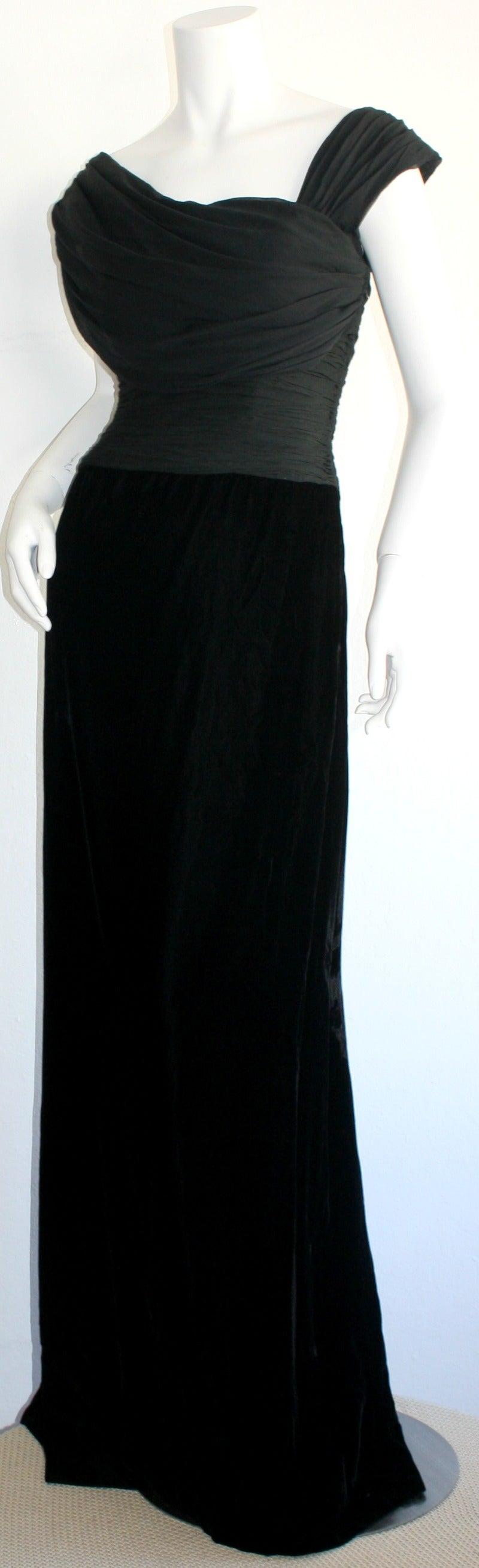Remarkable Vintage Oscar de la Renta Black Velvet & Chiffon Grecian Gown 4