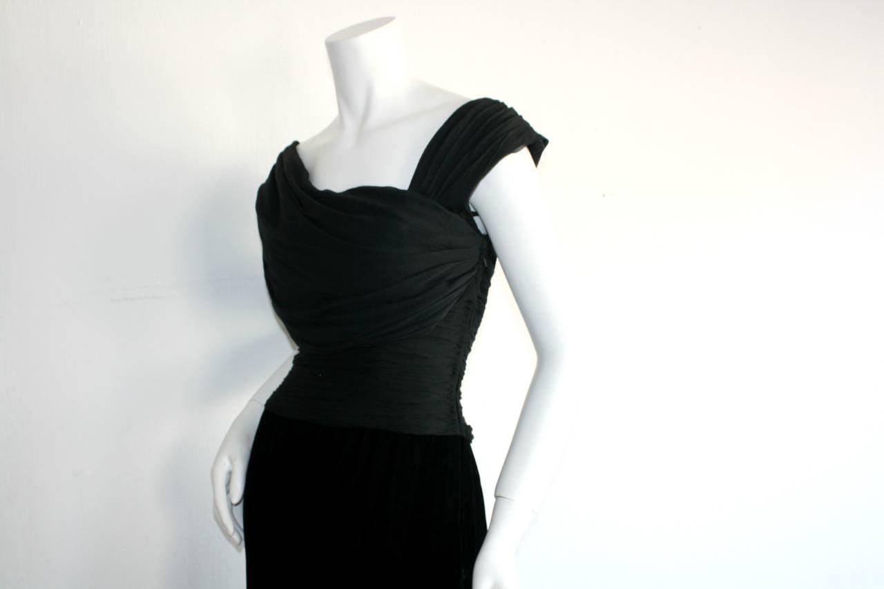 Remarkable Vintage Oscar de la Renta Black Velvet & Chiffon Grecian Gown 5