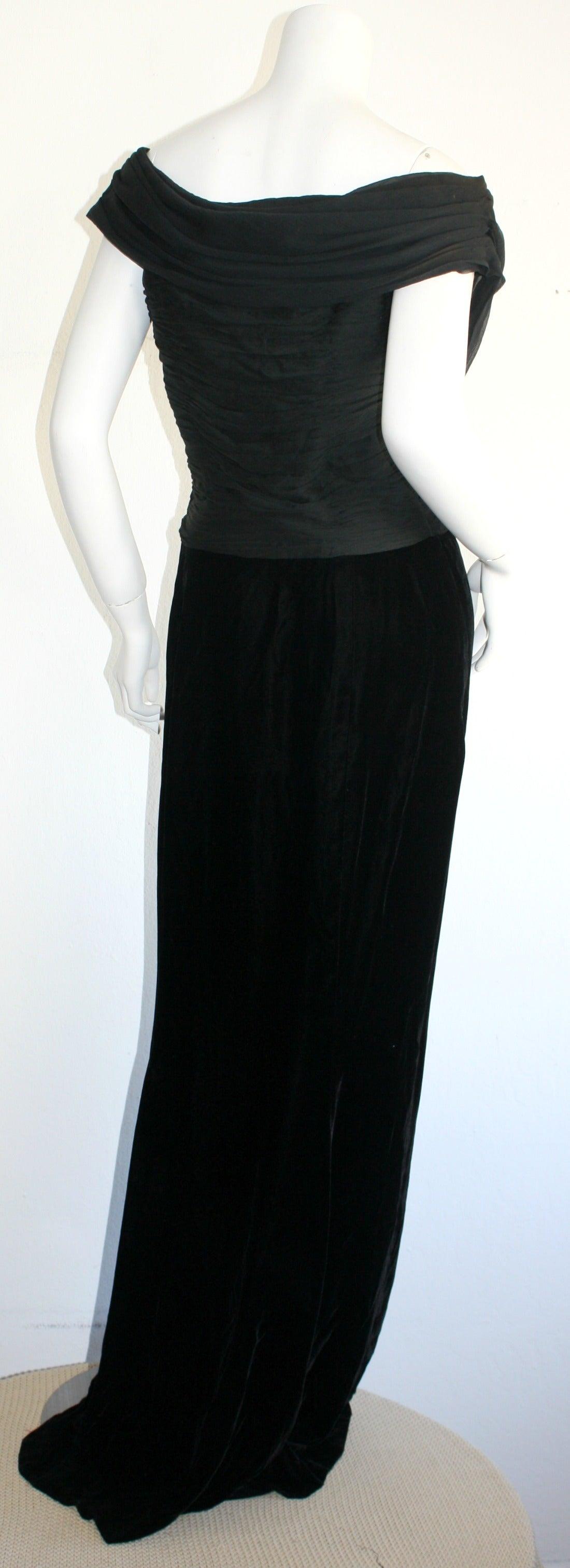 Remarkable Vintage Oscar de la Renta Black Velvet & Chiffon Grecian Gown 6