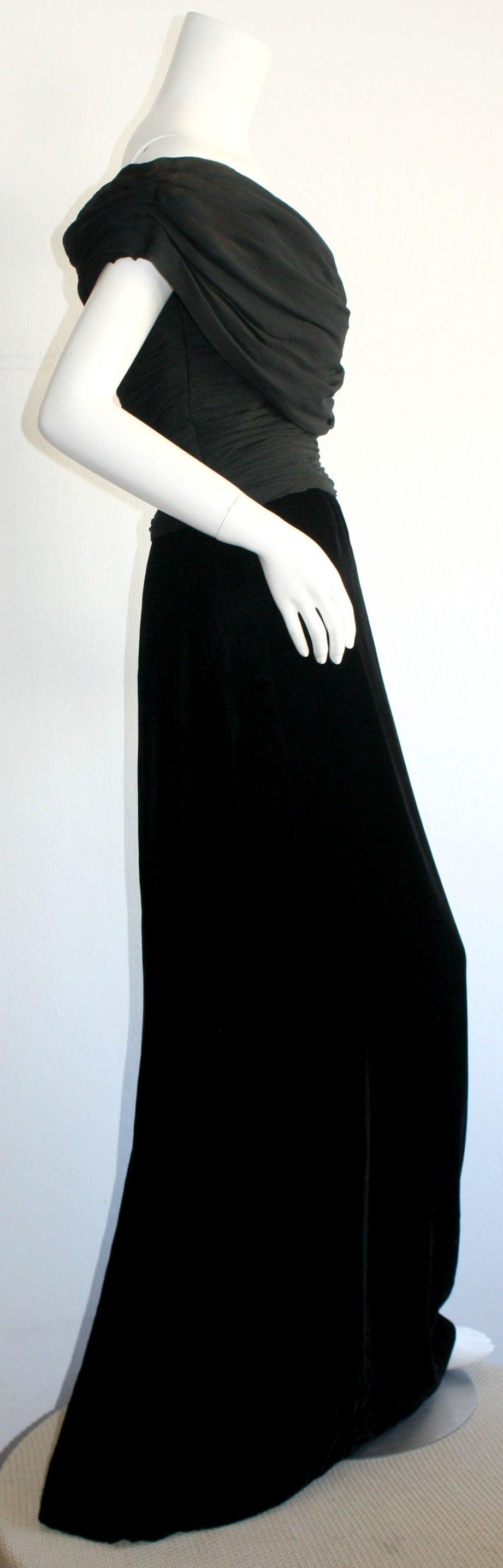 Remarkable Vintage Oscar de la Renta Black Velvet & Chiffon Grecian Gown 7
