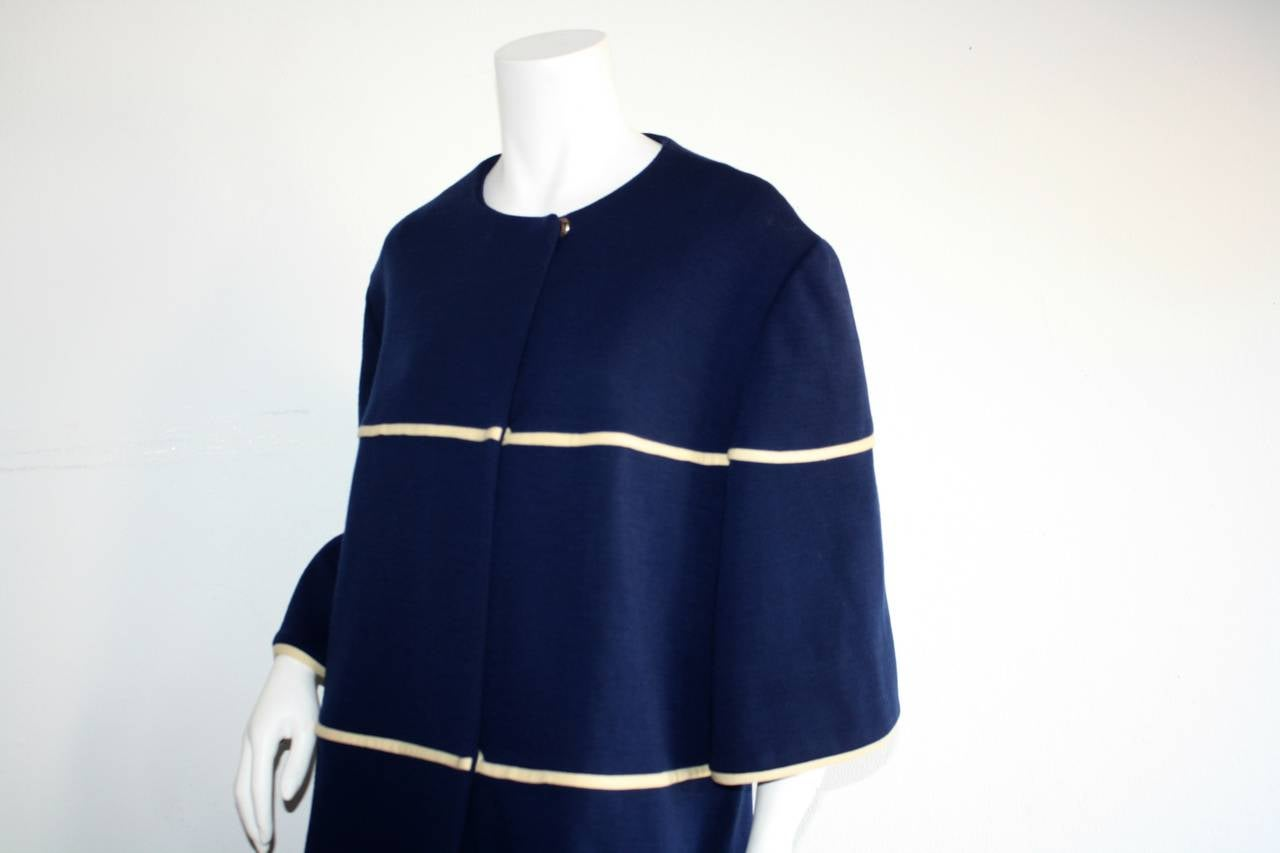 Lilli Ann 1960s Vintage Navy Blue & White Swing Jacket Trapeze Coat In Excellent Condition For Sale In San Francisco, CA