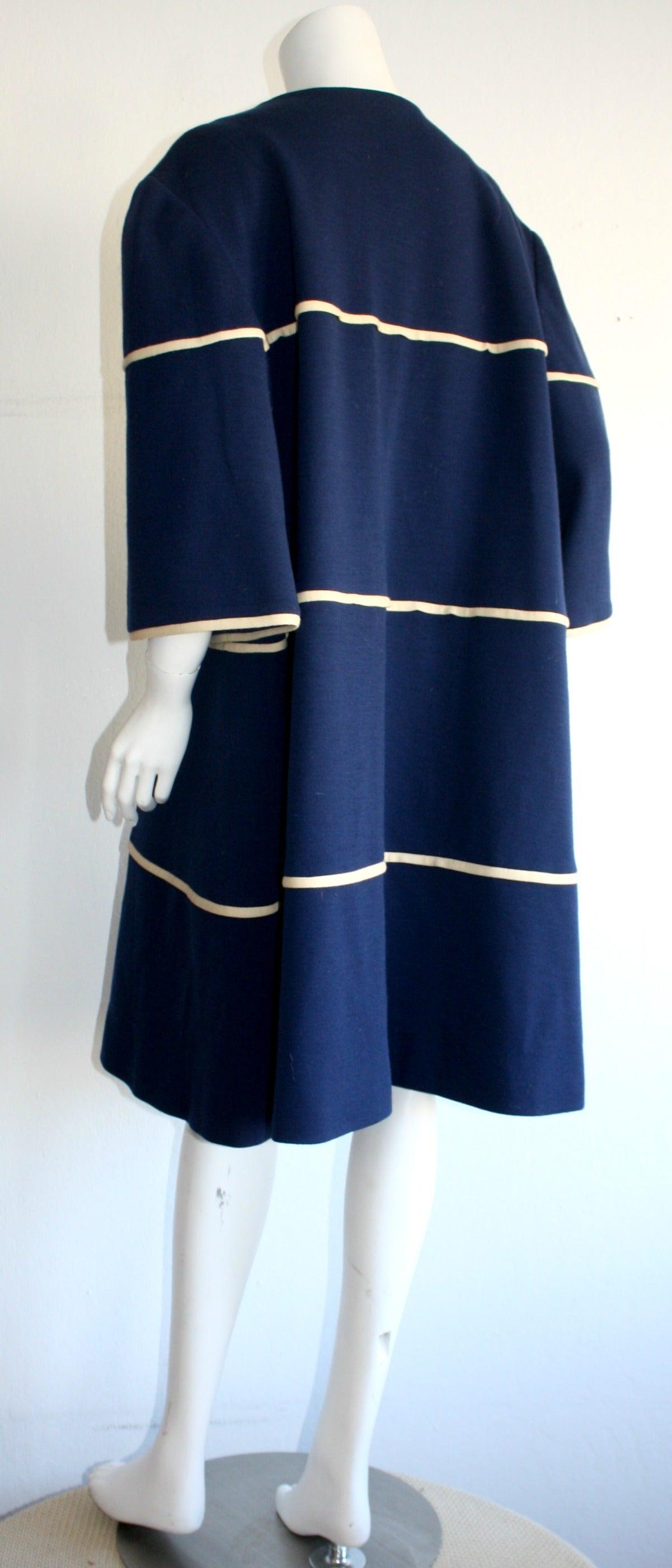 Lilli Ann 1960s Vintage Navy Blue & White Swing Jacket Trapeze Coat For Sale 2
