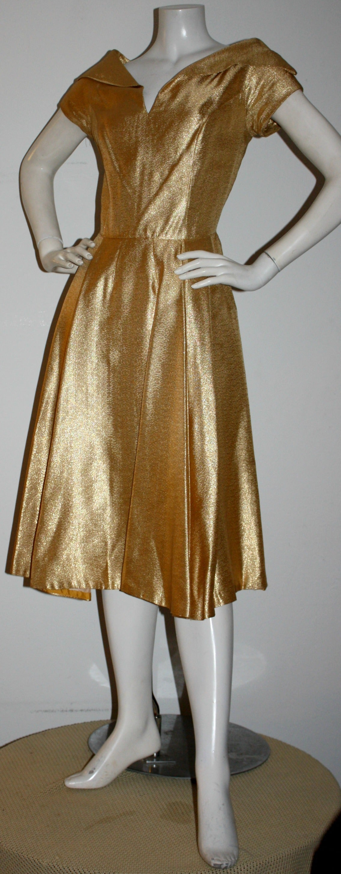 Wonderful 1950s Gold Metallic Vintage Cocktail Dress w/ Full Skirt In Excellent Condition For Sale In San Francisco, CA
