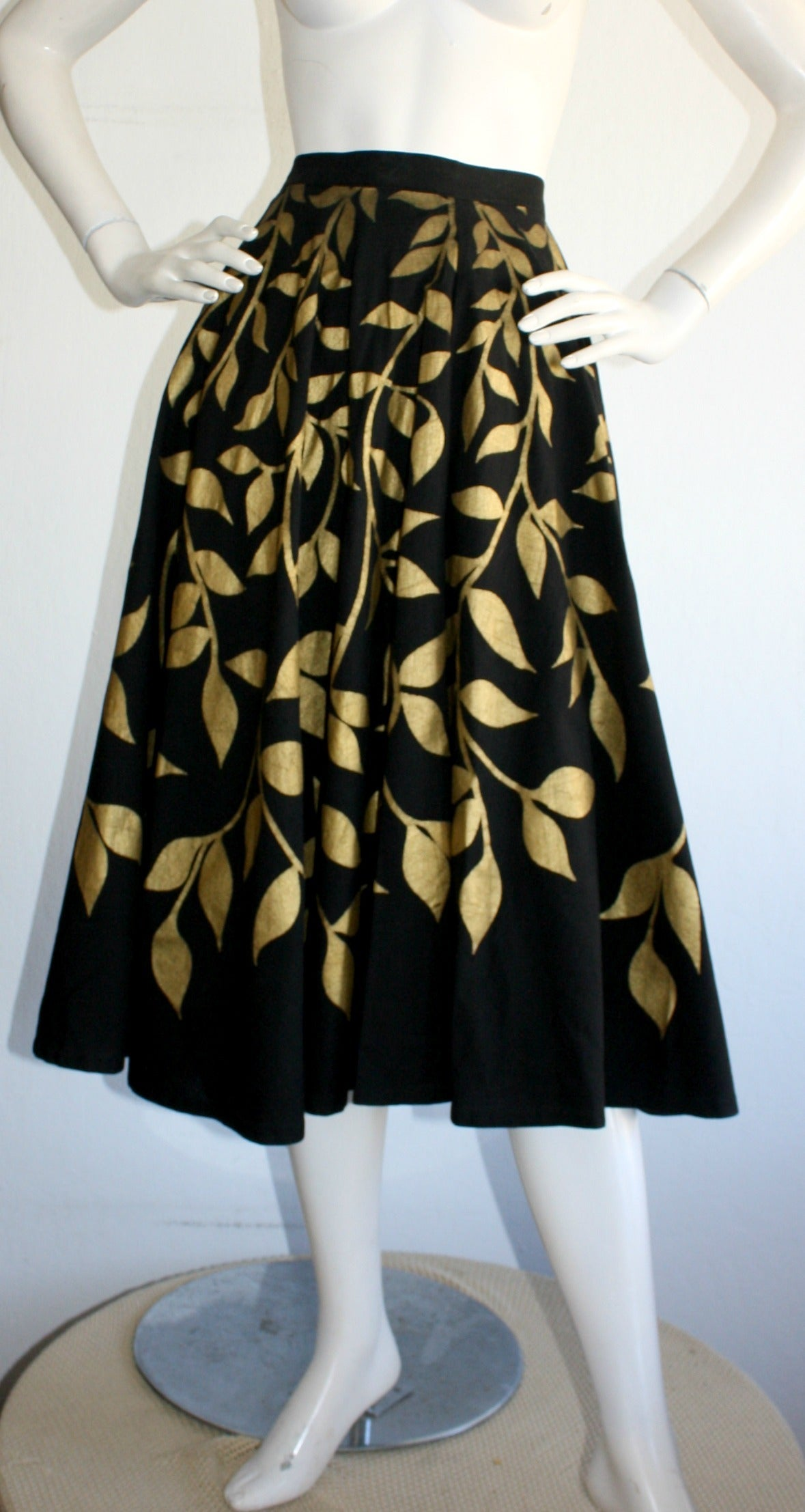 Striking 1950s vintage Londy of Mexico hand painted skirt! Sturdy black cotton, with hand painted gold metallic foliage/leaves. Wonderful full skirt, that could easily accommodate a crinoline/petticoat. Can go from day to night. In great condition.