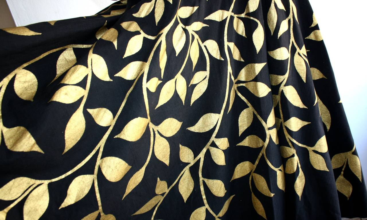 1950s Londy of Mexico Black & Gold Hand Painted Foliage Mexico Circle Skirt In Excellent Condition For Sale In San Francisco, CA