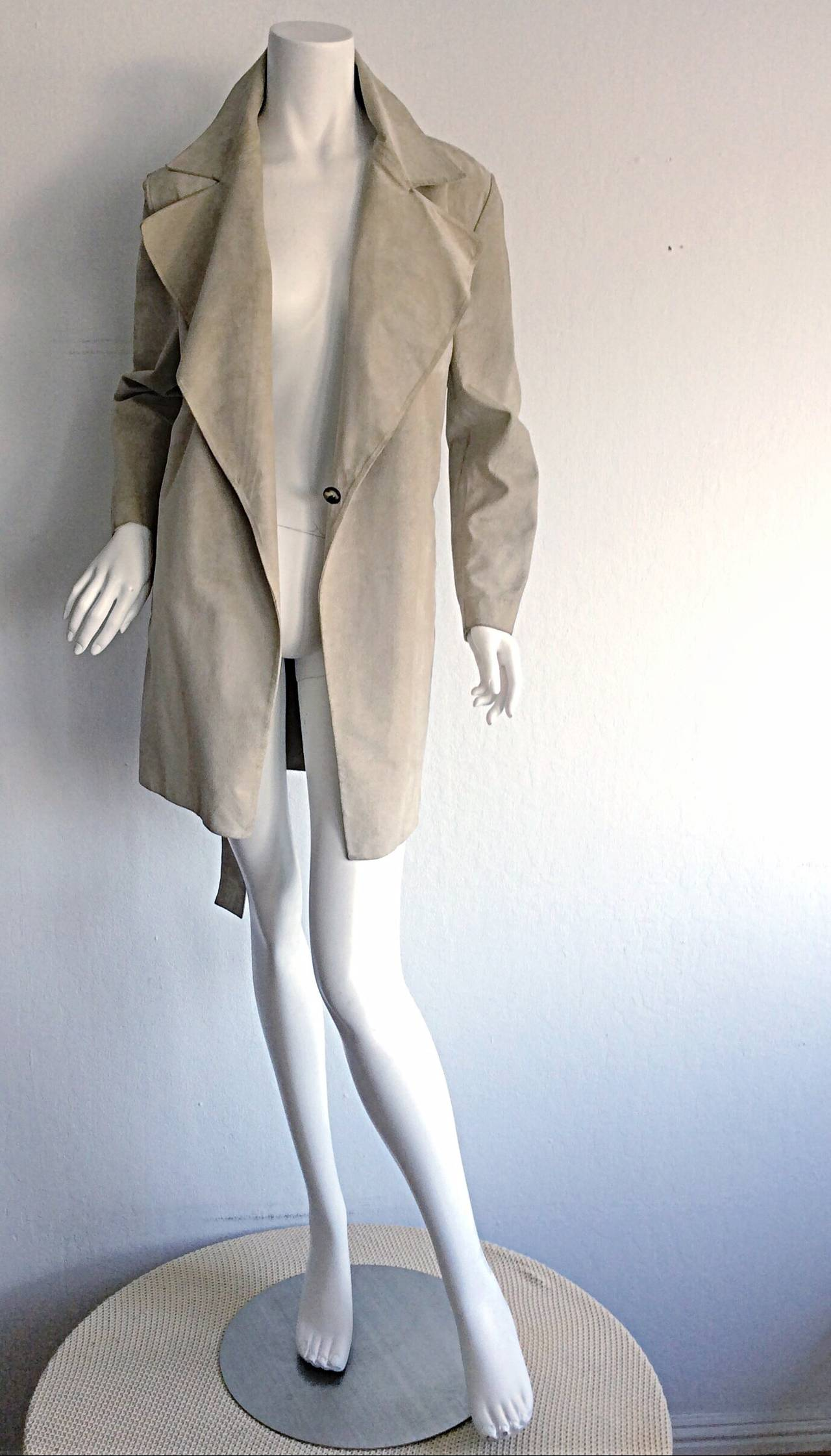 Incredible vintage Gucci late 90s (by Tom Ford) khaki butter-soft suede jacket, with tie belt! Classic style, that is a perfect layering piece. Interior button ensures closure. Detachable matching suede belt. Made in Italy. In great condition.