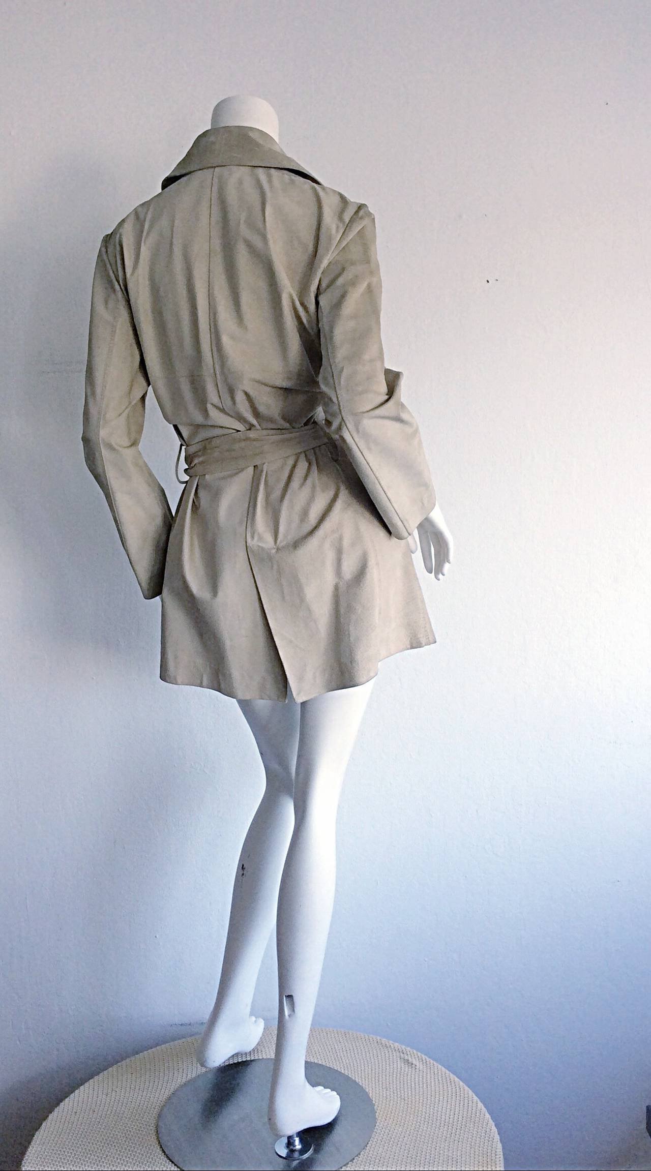 Tom Ford For Gucci 1990s Suede Leather Stone Khaki Belted Spy Trench Coat Jacket In Excellent Condition For Sale In Chicago, IL