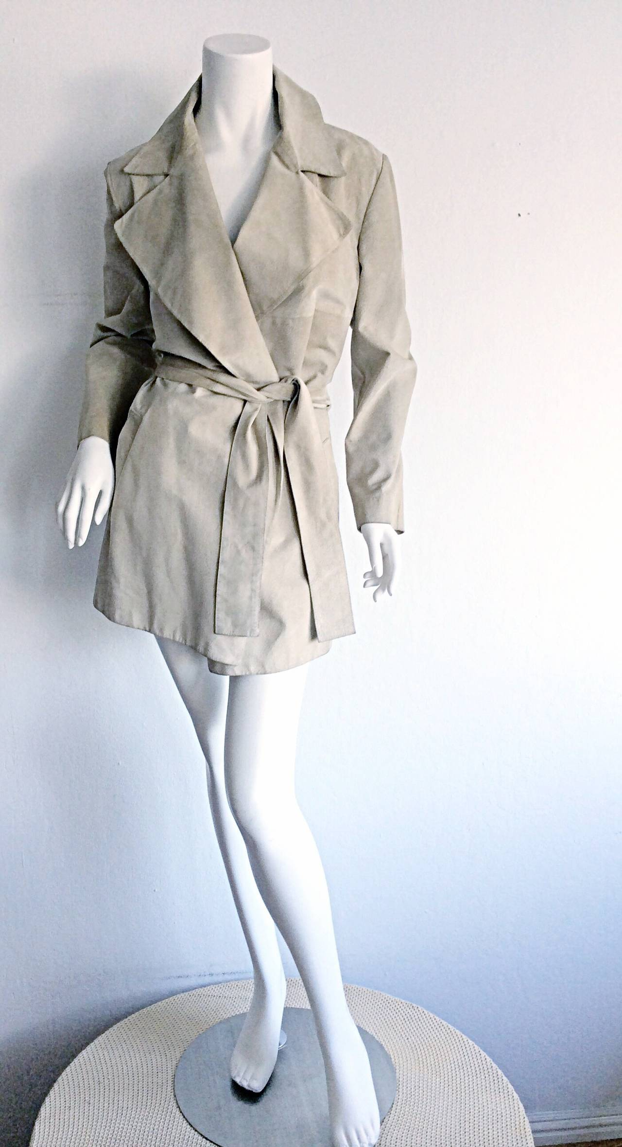 Women's Tom Ford For Gucci 1990s Suede Leather Stone Khaki Belted Spy Trench Coat Jacket For Sale