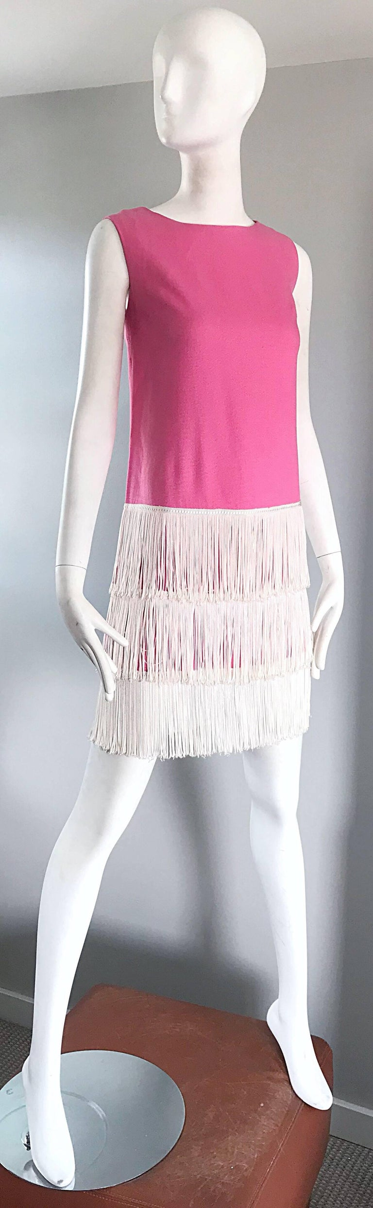 1960s does 1920s Bubblegum Pink + White Fringe Vintage 60s Flapper Shift Dress In Excellent Condition For Sale In Chicago, IL